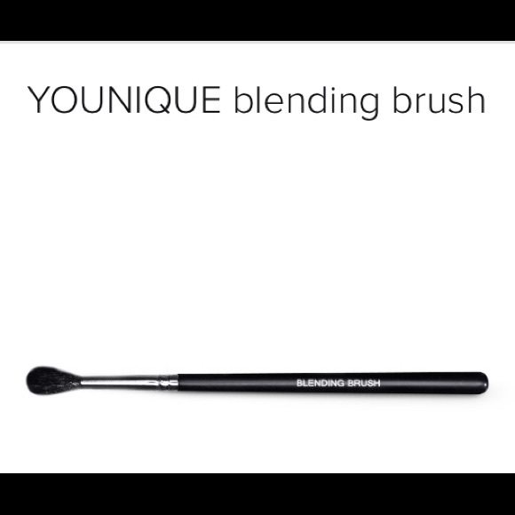 NEW Younique Blending Brush